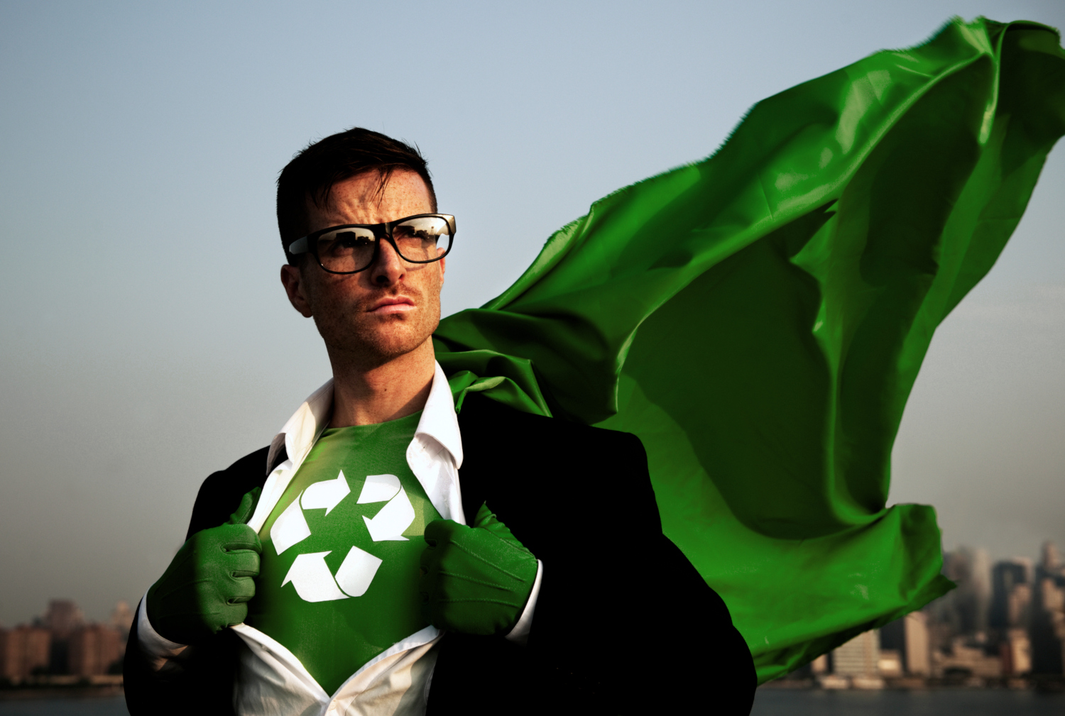 Superman mit Recycling-Logo